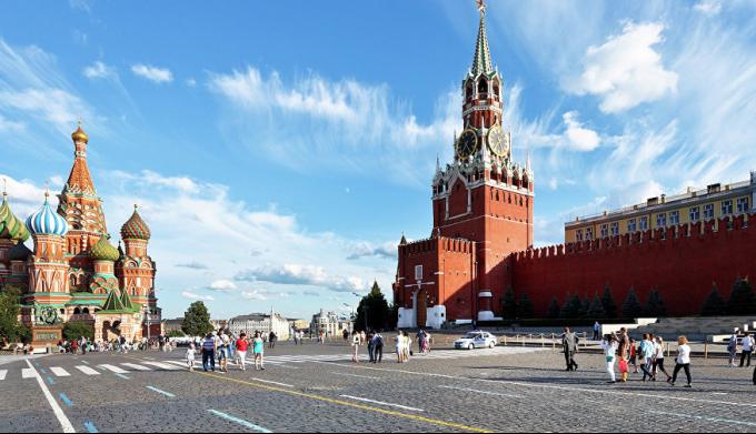 Почему Красная площадь в Москве называется Красной?