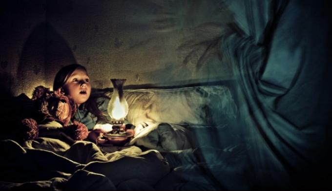 Как помочь малышу не бояться темноты