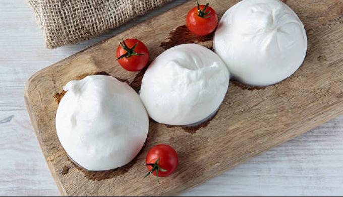 В чем разница между Mozzarella и Burrata?