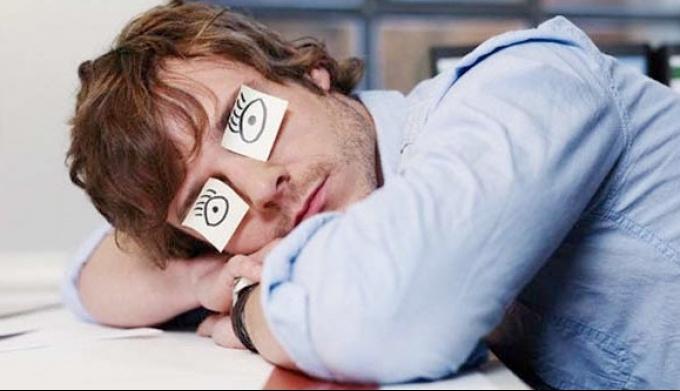Ученые объяснили, почему в офисе хочется спать