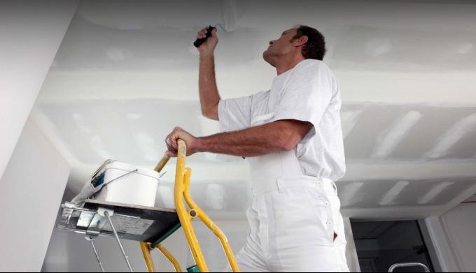 Как самостоятельно сделать ремонт потолка